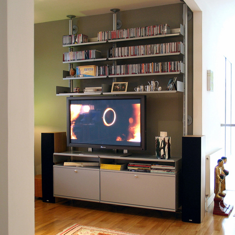Vitsoe-shelves-flat-screen.jpg