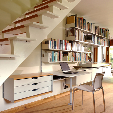 Vitsoe-shelves-under-stairs-_1_.jpg